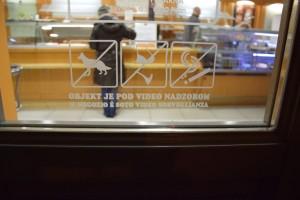 Hunde nicht erlaubt - leider oft gesehen in Piran, auch in Restaurants!